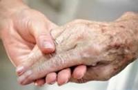 Filha responderá solidariamente em ação de cuidador que acompanhava o pai