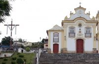 PEC isenta de IPTU imóveis alugados por igrejas