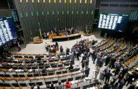 Câmara aprova MP que reduz IR sobre remessas de dinheiro ao exterior