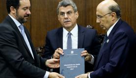 Orçamento prevê salário mínimo de R$ 945,80 no próximo ano